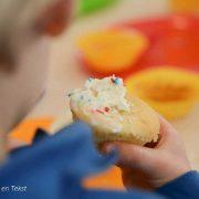 Taartje-eten-bij-kinderopvang-Esther